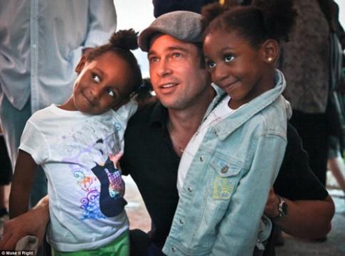 Brad Pitt xây nhà cho 109 hộ gia đình mất nhà sau cơn bão
