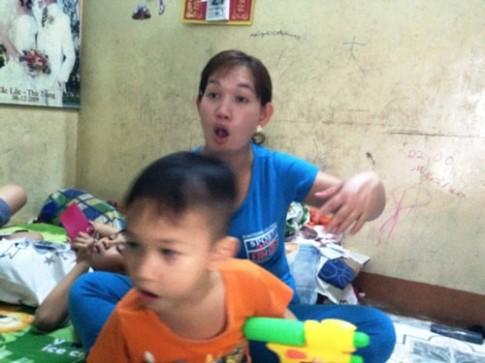Cac ba me o Sai Gon lo so ri tai nhau chuyen bat coc tre lay noi tang