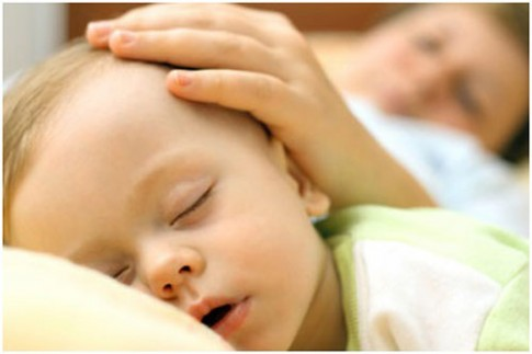 Cách chữa mồ hôi trộm cho trẻ mẹ nào cũng nên biết