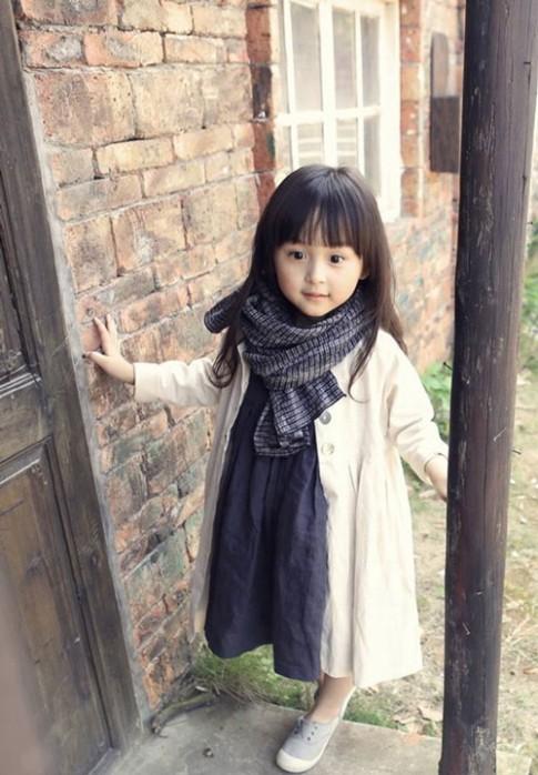 Cách kết hợp váy áo cực xinh cho con gái yêu chơi Tết