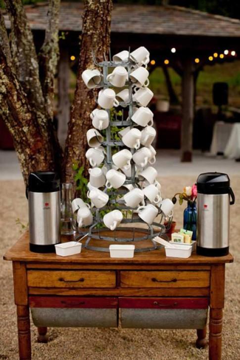 Cách xếp gọn cốc chén trong nhà