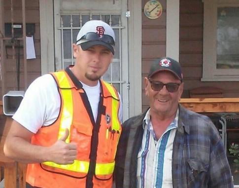 Cảm động 100 tình nguyện viên đến sửa nhà cho ông lão nghèo