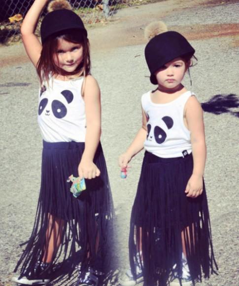 Cặp chị em mẫu giáo mặc sang chảnh làm ai cũng thèm con gái