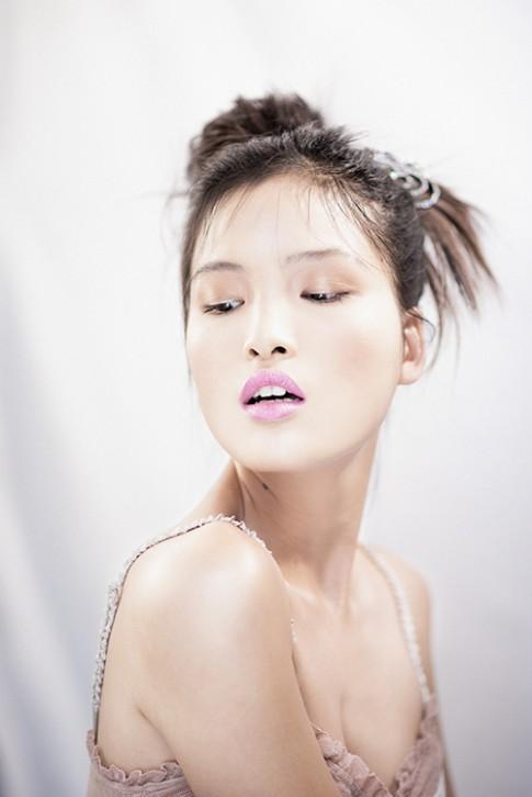 Chà Mi Next Top gợi cảm với váy ngủ mỏng manh