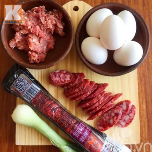 Chả trứng lạp xưởng nhanh cho ngày lười vào bếp