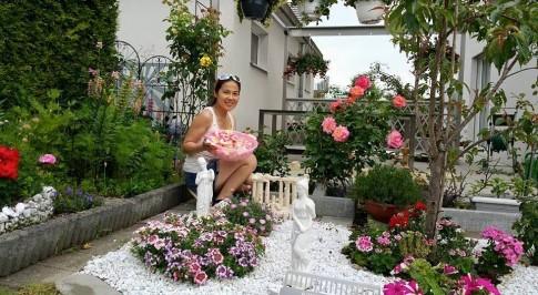 """Chị em """"phát ghen"""" công viên hoa của mẹ Việt nơi trời Tây"""
