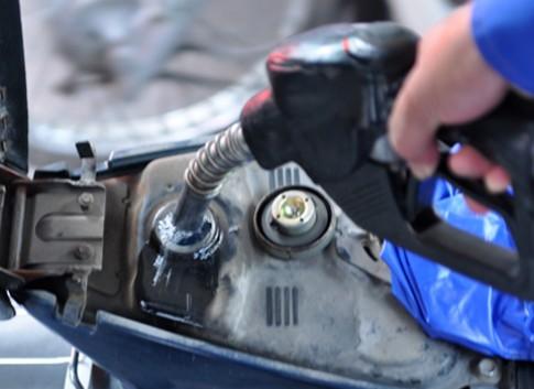 Chia sẻ cách tránh bị ăn gian khi đổ xăng