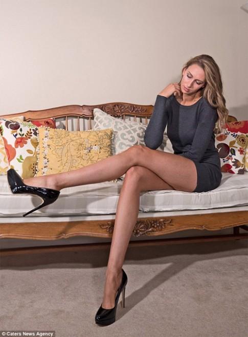 Choáng với đôi chân dài 1m25 của người mẫu Mỹ