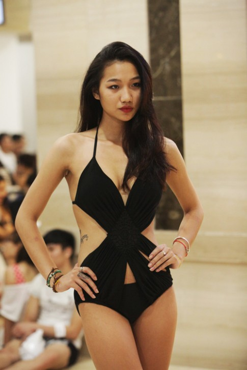 Cô gái Hà Nội thu hút nhờ thân hình và hình xăm sexy