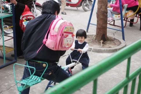 Cô giáo mầm non mách mẹo gửi con đi học không quấy khóc
