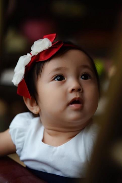 Con gái Hà Kiều Anh môi trái tim, mắt huyền xinh ngẩn ngơ