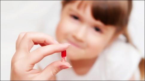 Con ốm yếu hơn vì bố mẹ dùng kháng sinh sai cách
