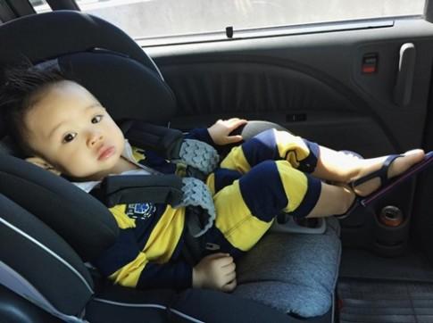 Con trai Vy Oanh háo hức khi lần đầu về Việt Nam