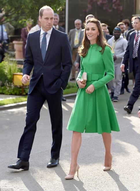 Công nương Kate tươi rói trong lễ hội hoa có tên con gái
