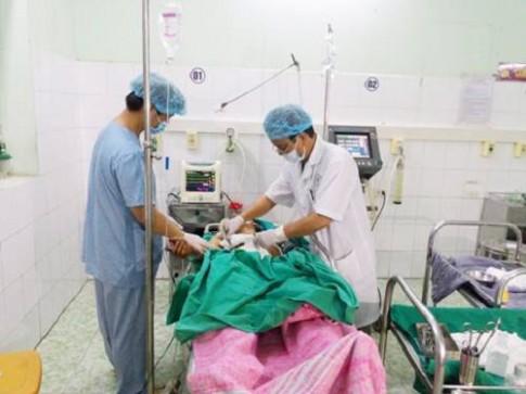 Cứu sống bệnh nhân bị 20 viên đạn găm trong cơ thể