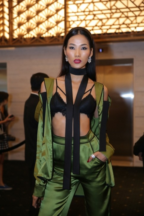 Dàn mỹ nhân Việt chưng diện đi xem thời trang
