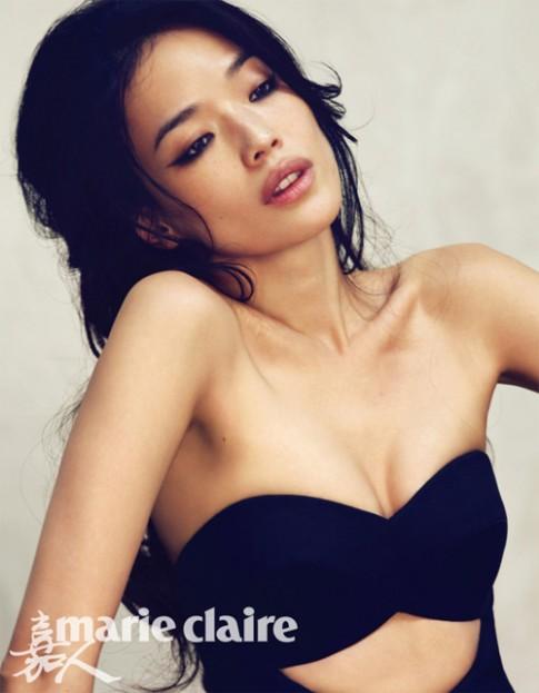 """Đằng sau vẻ đẹp của """"mỹ nhân ngực mini"""" sexy nhất xứ Đài"""