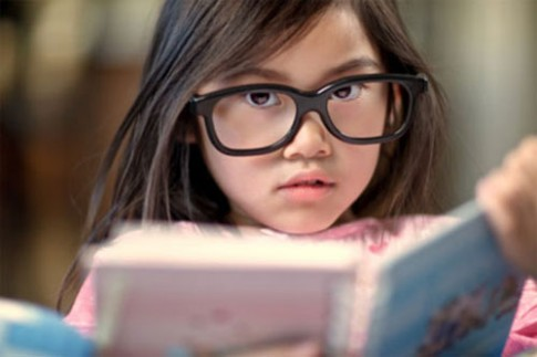 Dấu hiệu cần cho trẻ đi khám mắt sớm