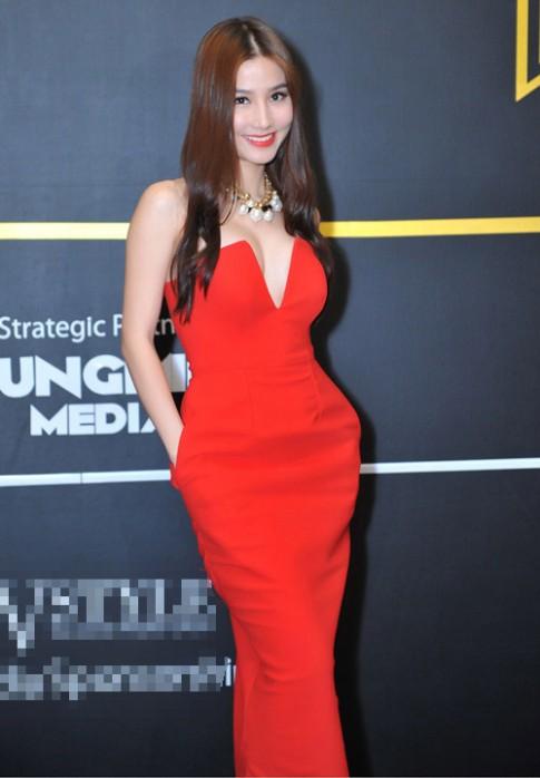 Diễm My: Người đẹp 9X mặc sexy nhất nhì showbiz Việt