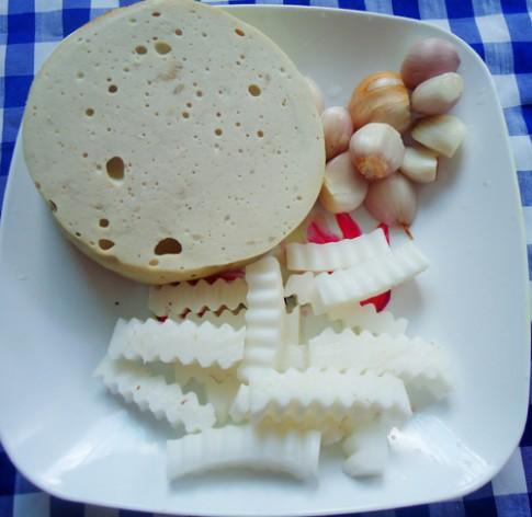 Giò lụa chay kho dừa lạ miệng, trôi cơm