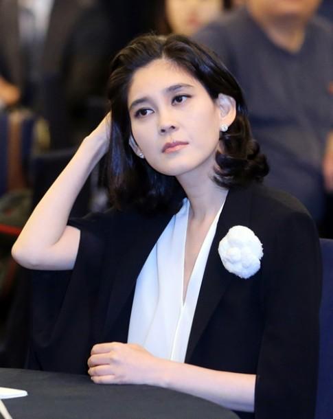 """Gu mặc cực """"chuẩn"""" của nữ tỷ phú giàu nhất Hàn Quốc"""