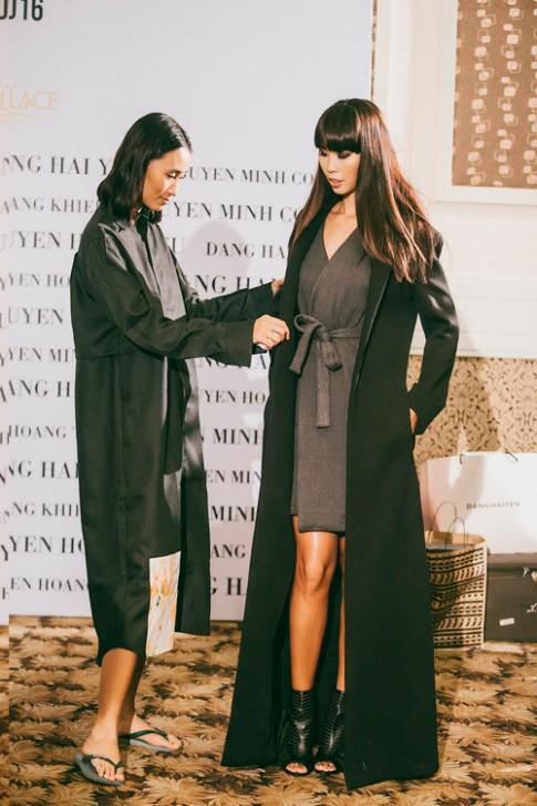 Hà Anh làm mẫu kết màn cho bộ sưu tập của Trang Khiếu