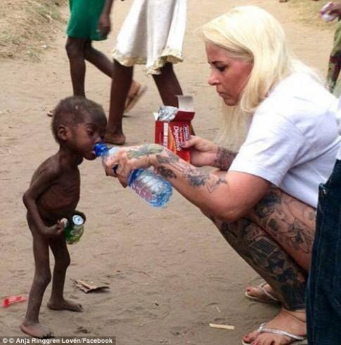 Hé lộ cuộc sống của cậu bé từng bị bỏ đói chấn động thế giới