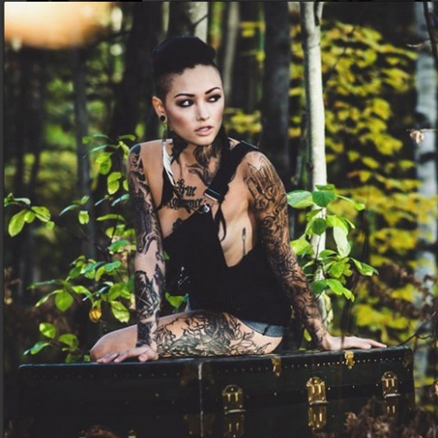 Hình xăm ấn tượng phủ kín cơ thể người đẹp gốc Á