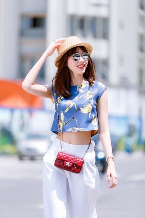 Hoa hậu Thu Thảo khoe eo thon xuống phố
