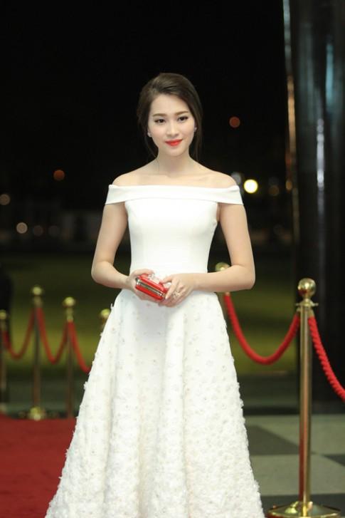 Hoa hậu Thu Thảo mong manh tựa thiên thần