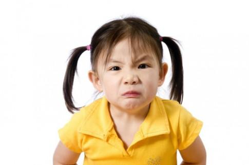 Học mẹ khéo chiêu dạy con ăn vạ chẳng cần quát mắng