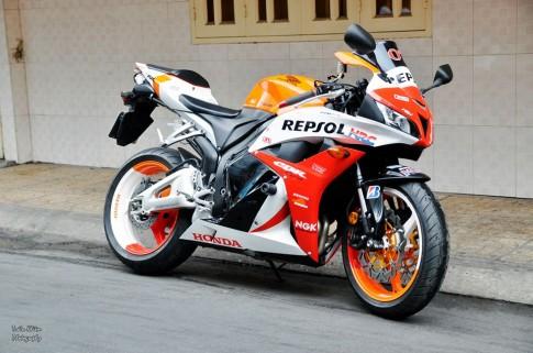 Honda CBR600RR voi dan ao son AirBrush phong cach Repsol
