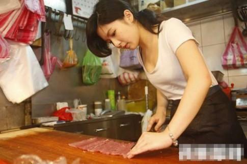 Hot girl bán thịt lợn gây sốt vì vẻ đẹp quyến rũ
