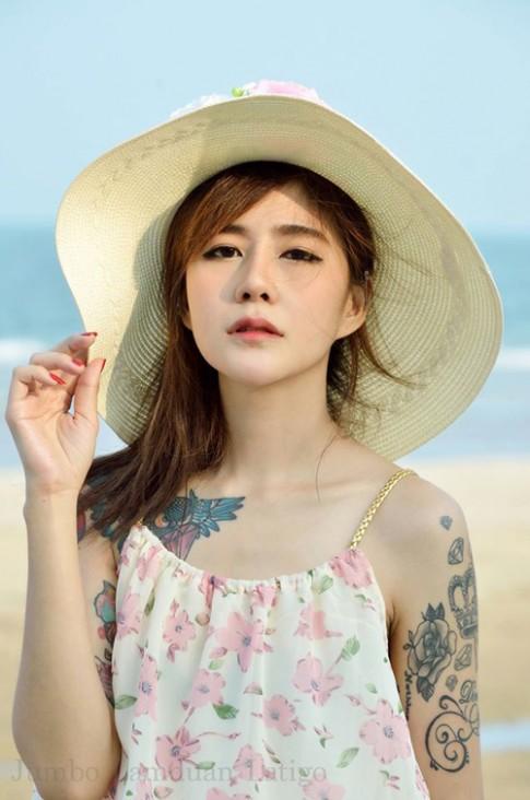 """Hot girl xăm trổ gây """"bão"""" vì vẻ đẹp dịu hiền"""