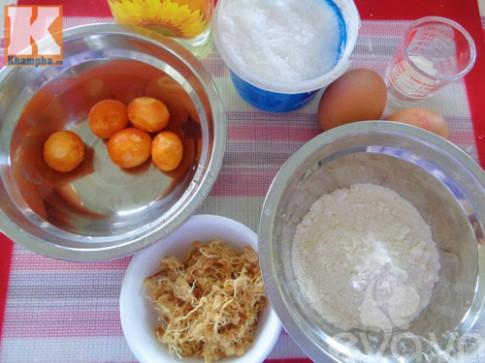 Làm bánh bông lan trứng muối bằng chảo chẳng cần lò nướng