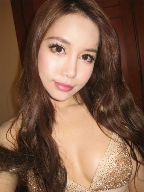 Lộ ảnh cũ kém xinh của hot girl sexy nhất Singapore