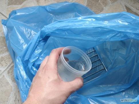 Loại bỏ dầu mỡ bám dính trên vỉ nướng kim loại