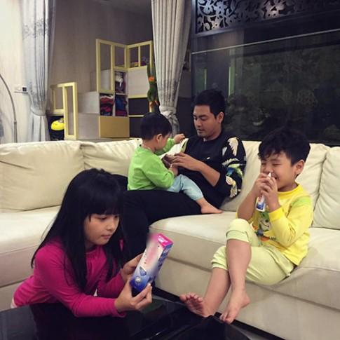 MC Phan Anh kể chuyện chăm 3 con khi vợ vắng nhà