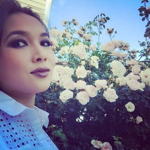 Mê mẩn vườn hoa thơm, rau sạch của mẹ Việt ở Mỹ