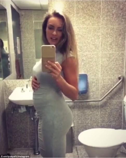 Mỹ nữ thể hình Úc cảnh tỉnh chị em về việc ăn quá đà