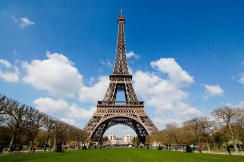 Ngạc nhiên với ngôi nhà nhỏ trên đỉnh tháp Eiffel