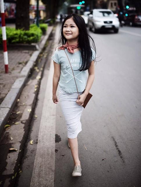 """""""Ngất ngây"""" bé gái Hà Nội 8 tuổi xinh như hotgirl đàn chị"""