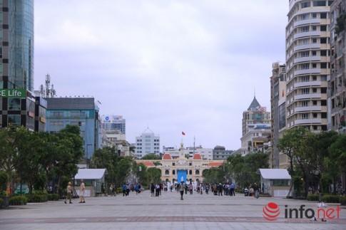 Ngỡ ngàng nhà vệ sinh công cộng sáng bóng ở phố đi bộ Nguyễn Huệ