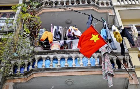 """Nhiếp ảnh gia ngoại """"chộp"""" cảnh dây phơi quần áo chằng chịt ở Việt Nam"""
