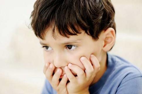 Những dấu hiệu trẻ tự kỷ cha mẹ thường chủ quan không để ý