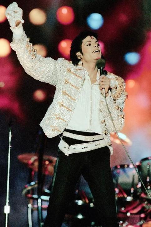 Những khoảnh khắc thời trang ấn tượng của Michael Jackson