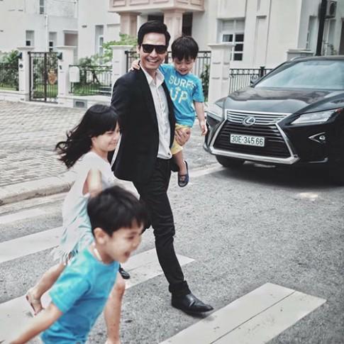 Những lần MC Phan Anh 'lấy lòng' chị em vì chăm con quá giỏi