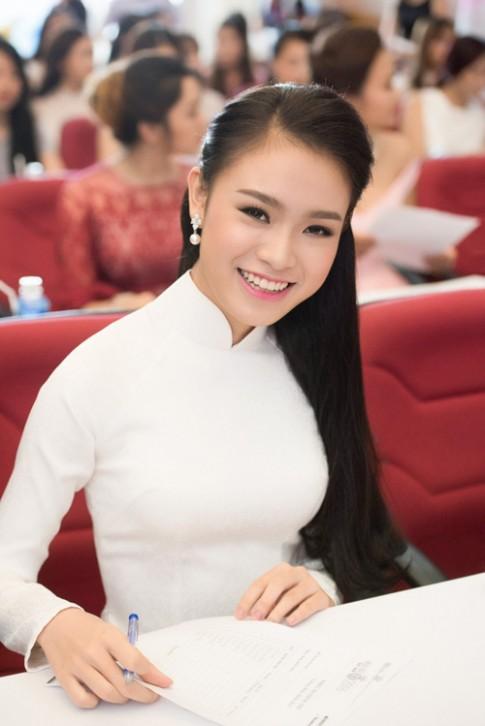 Nữ sinh học siêu giỏi, vòng eo 56 đi thi Hoa hậu VN