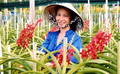 Nữ tỷ phú xinh đẹp với vườn lan Huyền Thoại