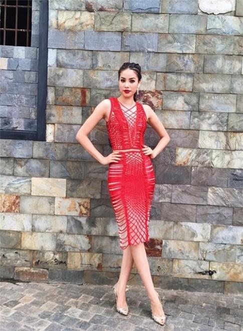 Phạm Hương, Kỳ Duyên đọ gu với váy đỏ rực